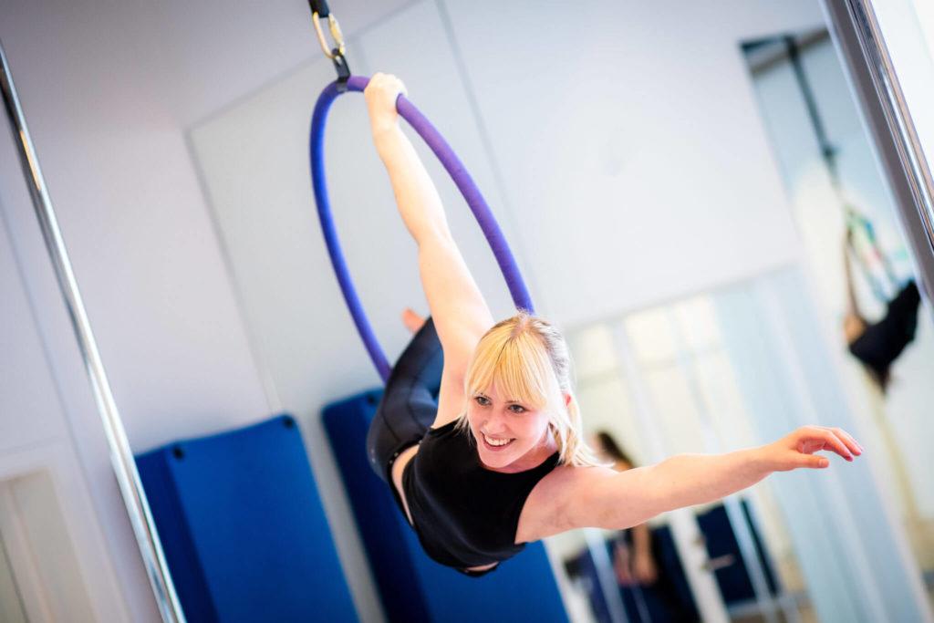 aerial hoop girl