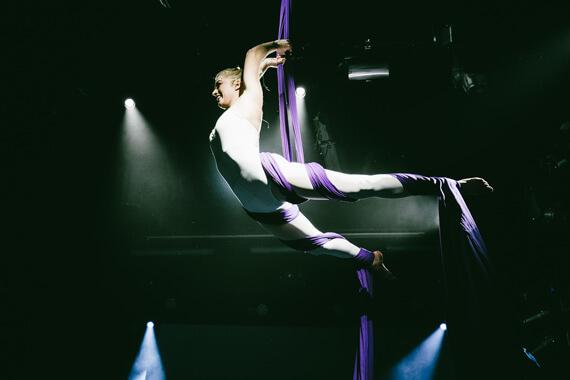 underholdning-for-virksomheder_aerial-silke-show